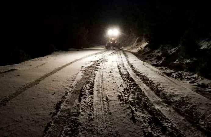 Büyükşehir, gece boyu karla mücadele etti