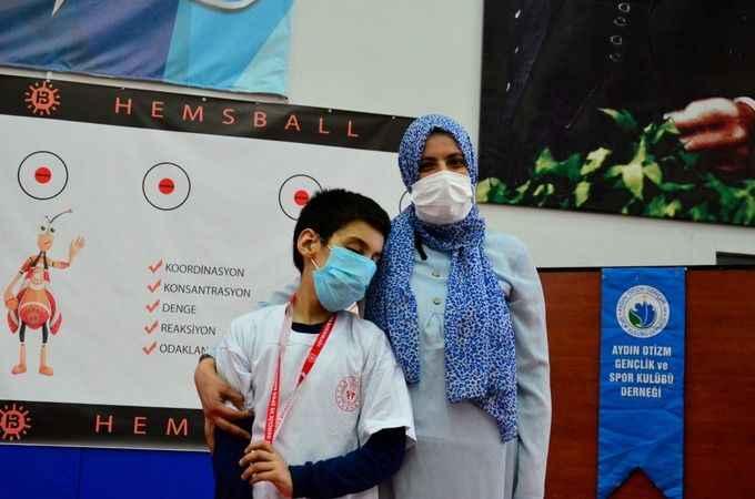 Aydın'da otizmli çocuklar hemsball oynadı