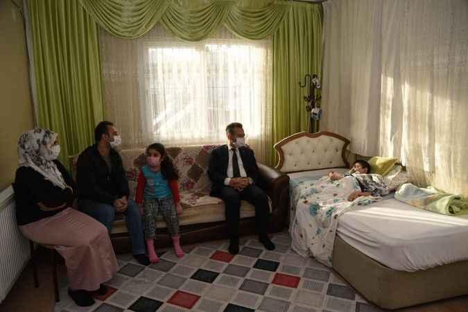 Vali Aksoy, vatandaşların sorun ve taleplerini dinliyor