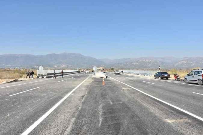 Yenipazar'da köprü, araç trafiğine açıldı