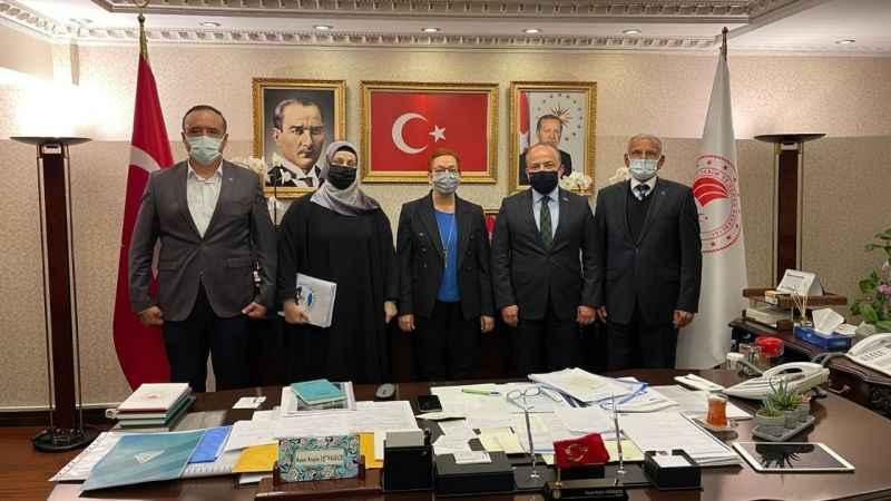 Milletvekili Yavuz, arı ölümlerinin önlenmesi için istişarelerde bulundu