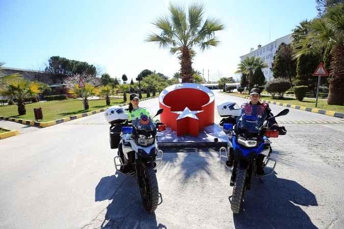 Motosikletli kadın astsubaylar, Aydın'da suça karşı mücadele veriyor