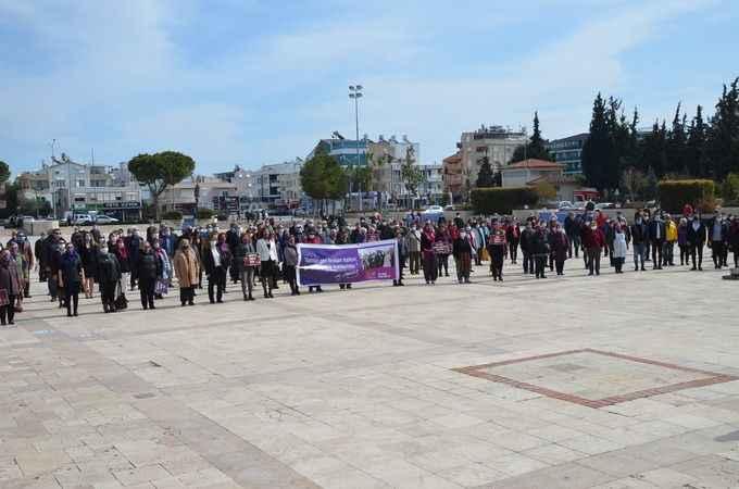 Didim CHP, 8 Mart'ı meydanda kutladı