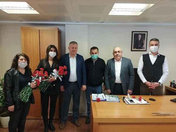 MHP Çine Teşkilatı, 8 Mart'ta kadınlara karanfil dağıttı