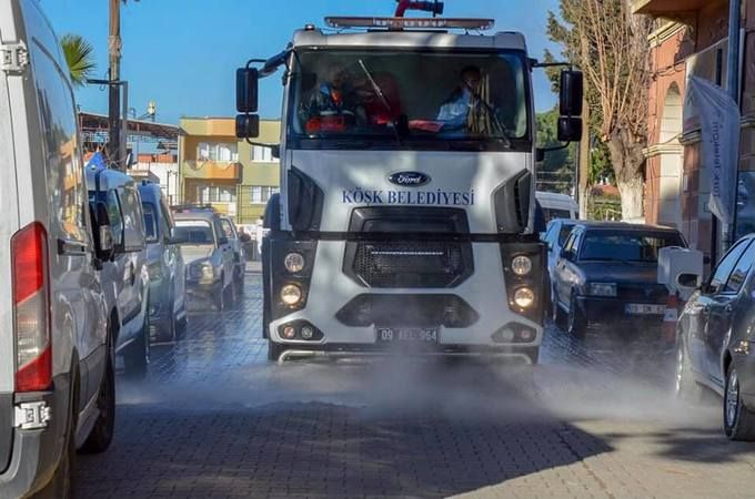 Köşk Belediyesi, ilçe pazarı öncesi sokak ve caddeleri temizledi