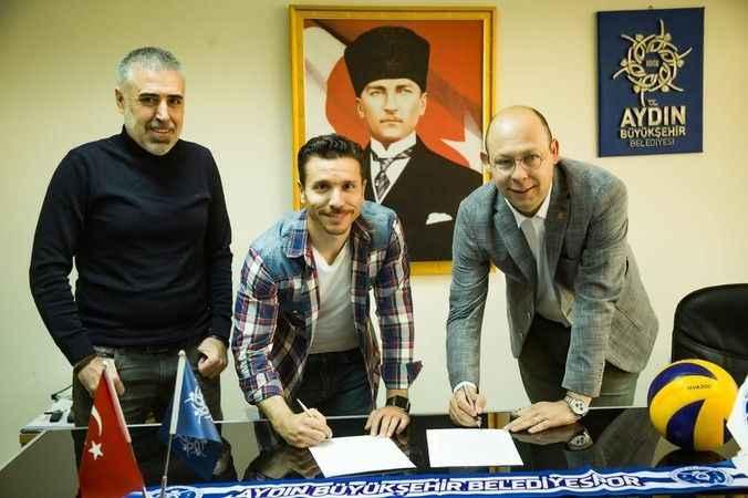 Hamurcu ile sözleşme yenilendi