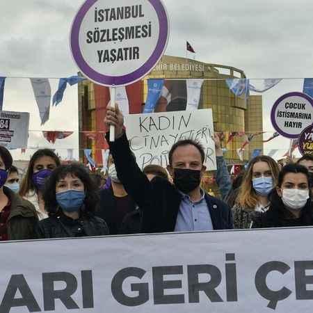 Efeler'de İstanbul Sözleşmesi protestosu