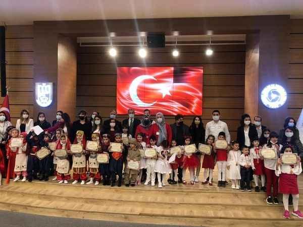 İstiklal Marşı Okuma Yarışması'nın birincileri plaketle ödüllendirildi