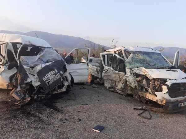 Kuyucak'ta iki araç çarpıştı: 4 yaralı