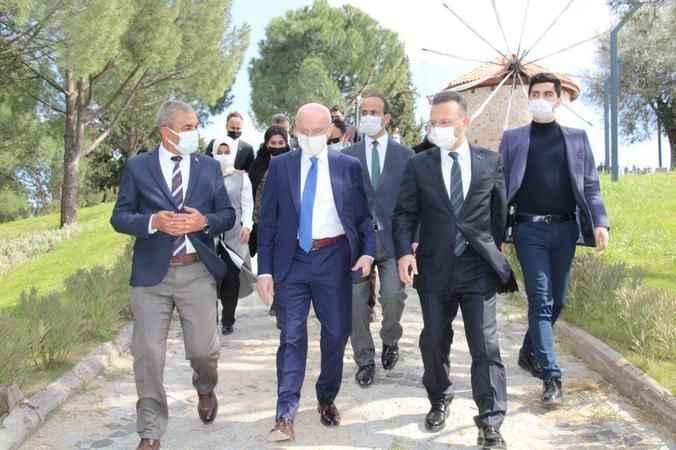 Bakan Yardımcısı Erdil'den Demokrasi Müzesi'ne ziyaret