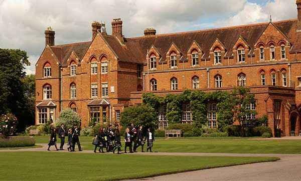 Yurtdışında Üniversite Okumanın Sayısız Avantajını Keşfedin