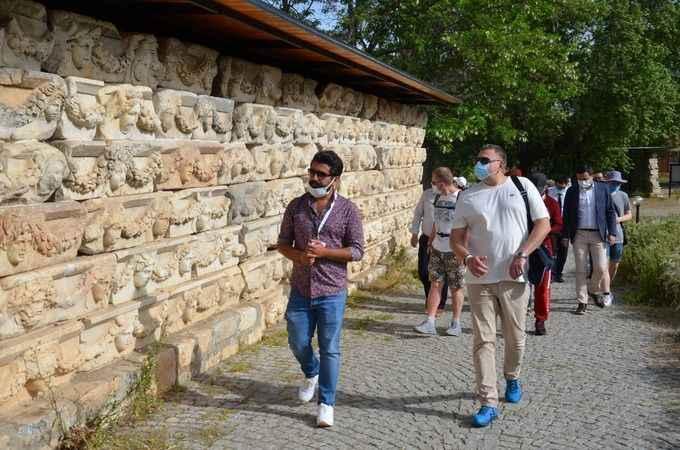 200 kişilik turist kafilesi Afrodisias'ı gezdi