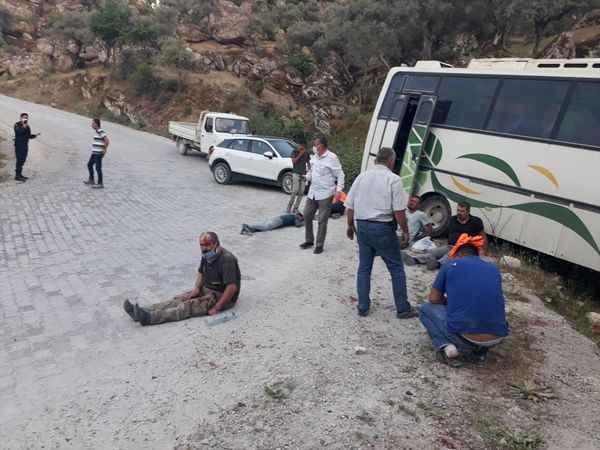 Aydın'da işçileri taşıyan midibüs kaza yaptı: 14 yaralı