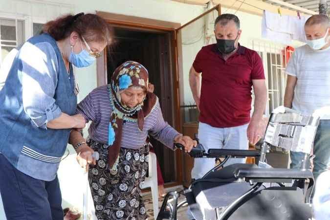 Milletvekili Yavuz, engelli kadına akülü sandalye hediye etti