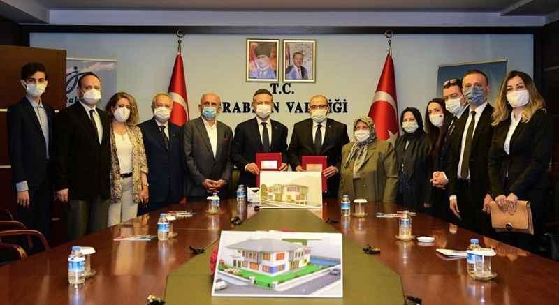 Aydın Valisi Hüseyin Aksoy ve ailesi, Trabzon'da anaokulu yaptıracak