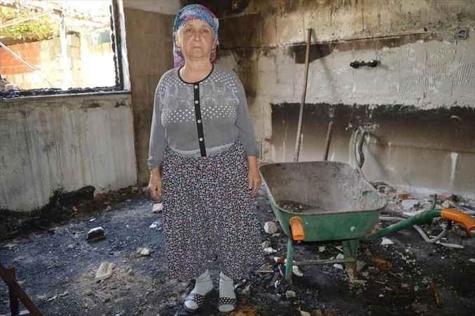 Çine'de evi yanan yaşlı kadın hayırseverlerden yardım istedi