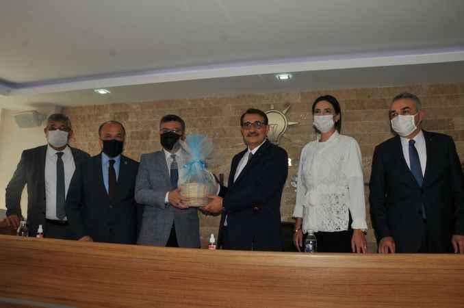 Bakan Dönmez'den AK Parti'ye ziyaret
