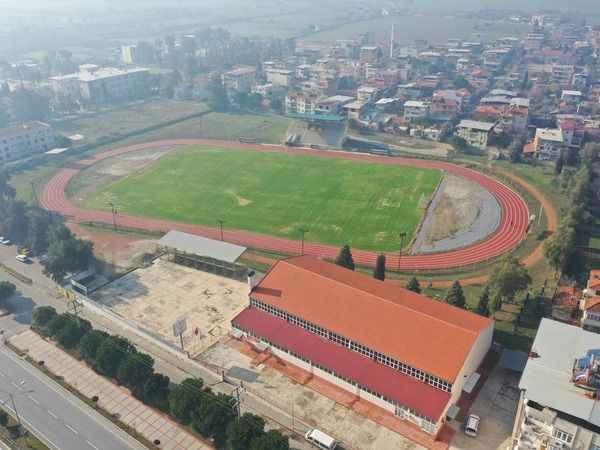 Çine'de sahalarda ve spor salonlarında bakım-onarım çalışması başlatıldı