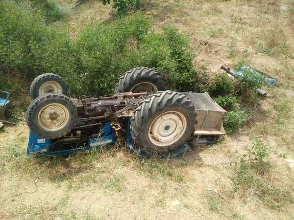 Germencik'te devrilen traktörün sürücüsü yaralandı