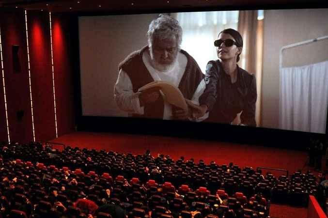 Sinema salonlarının açılışı ertelendi