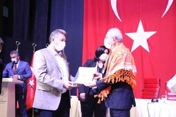 Arslan, bölgenin ekonomik sorunlarını içeren dosyayı Kılıçdaroğlu'na verdi