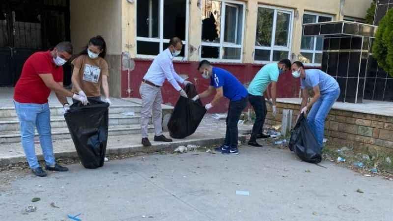 İncirliova'da AK Parti'li gençler çevre temizliği yaptı