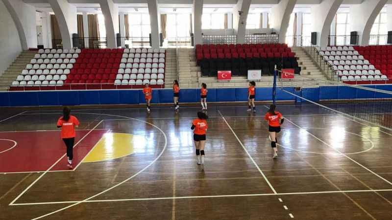 Kuyucak'ın ilk kadın voleybol takımı antrenmanlara başladı