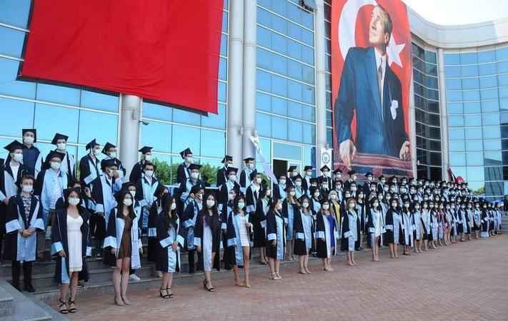 Başkan Şahin, veteriner hekimlerin mezuniyet coşkusuna ortak oldu