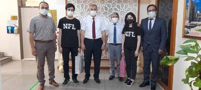 Okumuş, Türkiye birincisi olan öğrencileri misafir etti