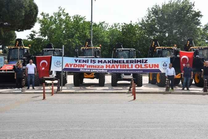 Büyükşehir, Karacasu'ya yeni iş makinaları kazandırdı
