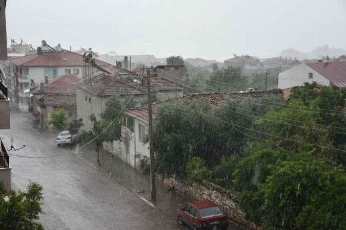 Karacasu'da sevindiren yağmur