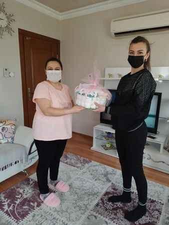 AK Parti Çine Kadın Kolları'ndan 'hoş geldin bebek' ziyareti
