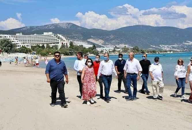 Başkan Atabay, 'Beyaz Kum' plajında incelemede bulundu