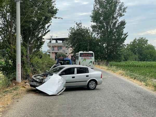 Sürücü kursuna ait araca çarpan otomobil sürücüsü yaralandı