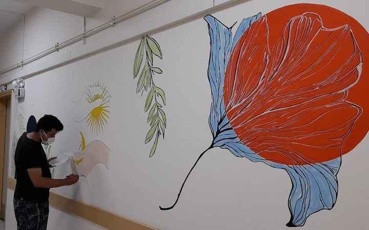 Hastane duvarı tablo oldu