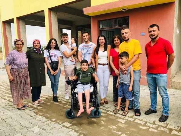 CHP Çine Örgütü, engelli Mehmet'e akülü tekerlekli sandalye hediye etti
