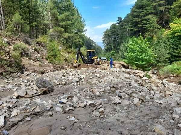 Yağışlarda Karacasu'daki içme suyu hattı zarar gördü