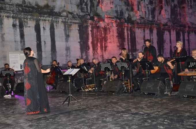 """Apollon Tapınağı'nda yıllar sonra """"Türk Avazı"""" konseri"""