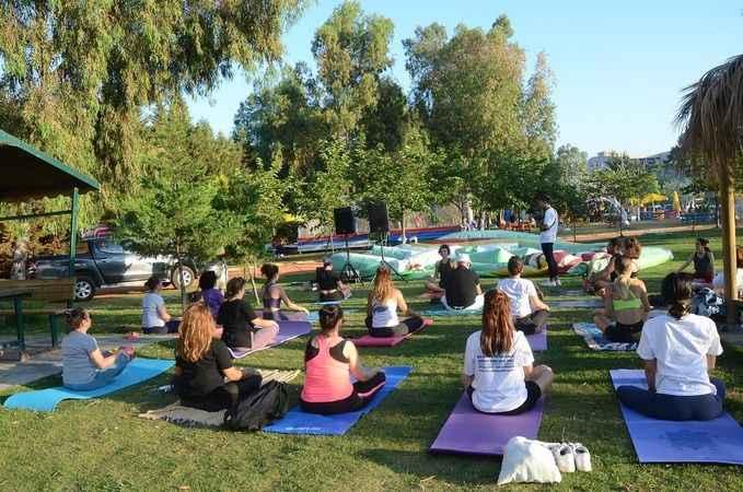 Kuşadası Belediyesi'nden Dünya Yoga Günü etkinliği