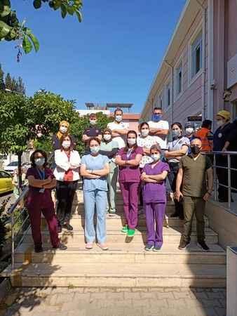 Aşı ekibi vatandaşları aşıya bekliyor