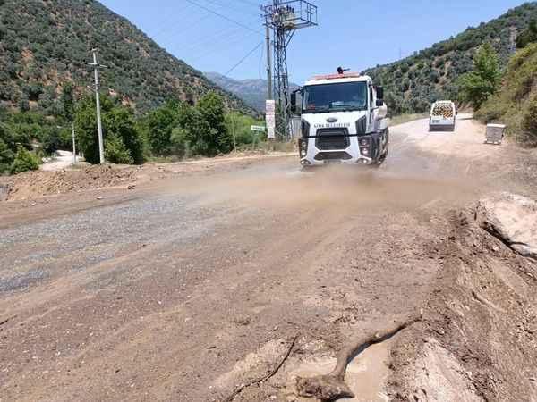 Köşk'te taşkından etkilenen mahallelerde temizlik çalışmaları devam ediyor