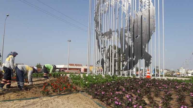 Atatürk siluetinin yer aldığı kavşakta peyzaj düzenlemesi