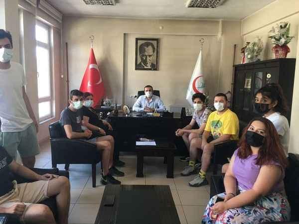 Karacasulu gençler birbirlerini aşıya davet ediyor