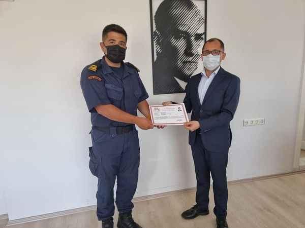 Kaymakam Avşar'dan tayini çıkan komutanlara başarı belgesi