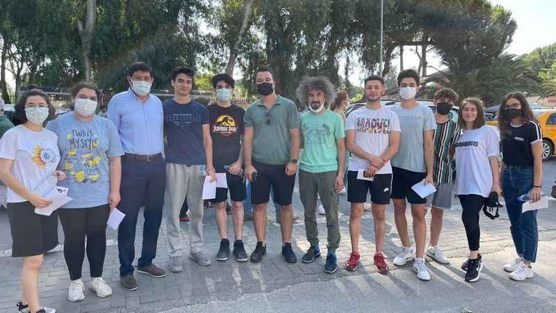 Başkan Özcan YKS'de öğrencilerin yanında