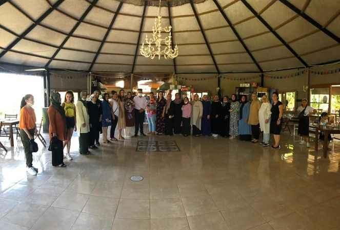 Didim'de AK Partili kadınlar başarısını kutladı