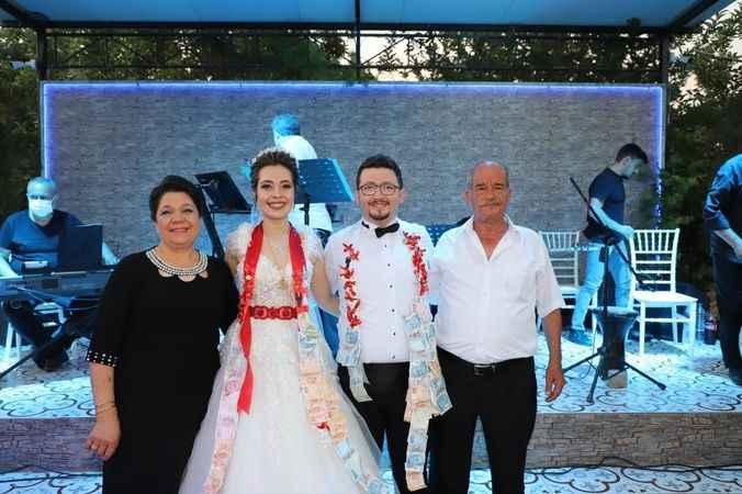 Feride ve Mutlu, muhteşem düğünle hayatlarını birleştirdi
