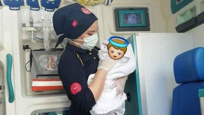 İki bebeğin doğumunu 112 ekipleri gerçekleştirdi