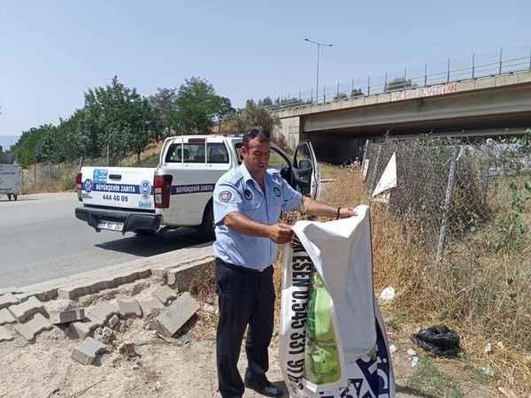Aydın'da izinsiz asılan afişler toplanıyor