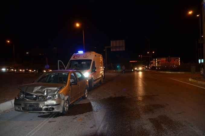 Aydın'da hafif ticari araçla otomobil çarpıştı